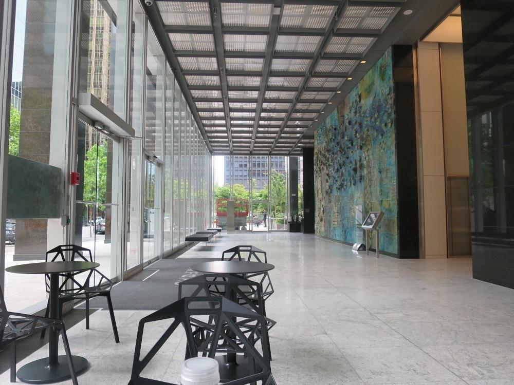 オフィスビル1Fの壁画