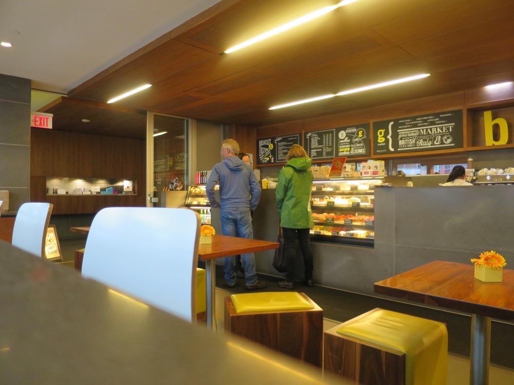 giovane caféカウンター