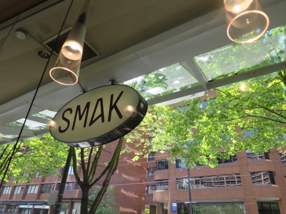 SMAK店内から見た街路樹