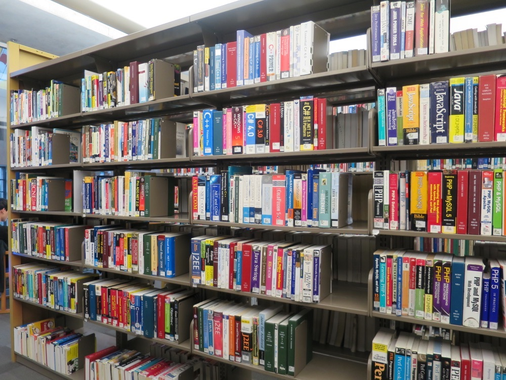 コンピュータ関連書棚