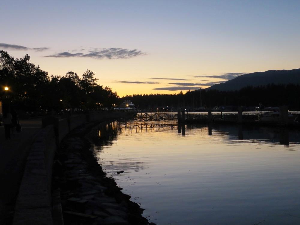 日没後の水面