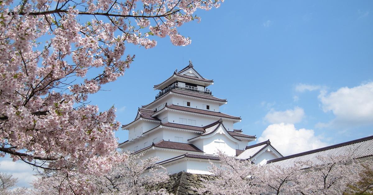 会津若松市鶴ヶ城と桜